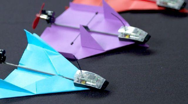 18224717_aerobatic-paper-planes---this_58ee3530_m.jpg