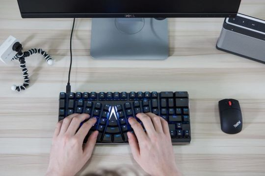 ergonomic-mechanical-keyboard.jpeg