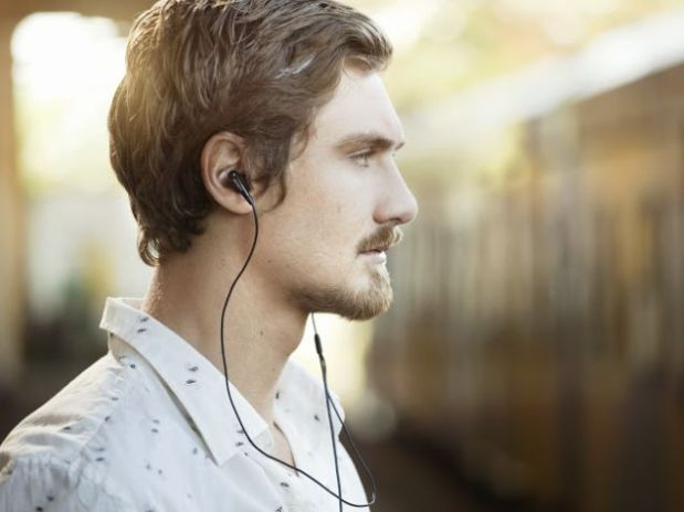 man_wearing_headphones_ndtv