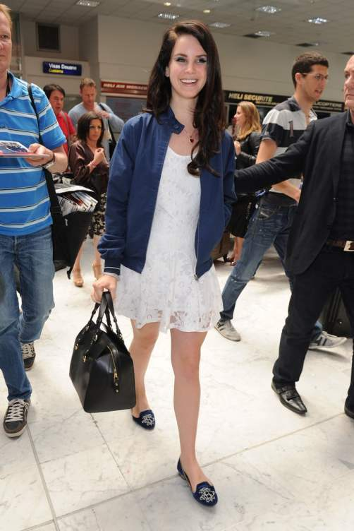Lana-Del-Rey-made-frilly-Summer-dress-airport-appropriate.jpg
